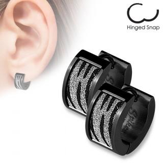 Boucles d'oreilles créoles en acier noir à rectangle sablé zébré